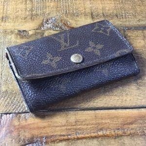 Louis Vuitton authentic vintage mono 6 key cles